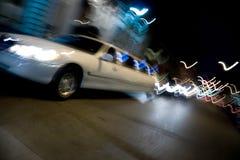 Stadt-Limousine nachts Stockfotografie