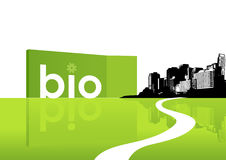 Stadt mit grünem Gras. Lizenzfreies Stockfoto