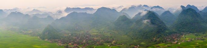 Stadt Moc Chau im mornin Lizenzfreie Stockfotos