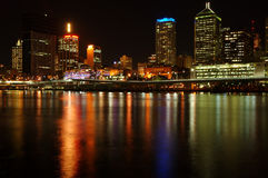 Stadt nach Dunkelheit stockbilder