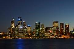 Stadt nach Dunkelheit Stockfotografie