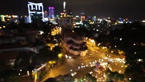 Stadt am Nachthintergrund mit Autos Unscharf beleuchtet Hintergrund mit undeutlicher unfocused Stadt Ho Chi Minh, Vietnam stock video