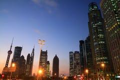 Stadt-Nachtlandschaft Shanghais Lujiazui Stockfoto