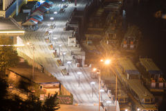 Stadt nachts lizenzfreie stockfotos