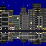 Stadt nachts auf dem Wasser Lizenzfreies Stockfoto