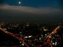Stadt nachts, digitales Fotobild als Hintergrund lizenzfreie stockbilder