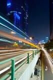 Stadt-Nachtverkehr Lizenzfreie Stockbilder