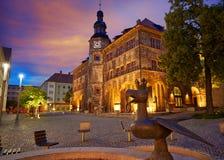 Stadt Nordhausen Rathaus con la figura di Roland in Germania Immagini Stock