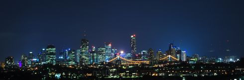Stadt-Panorama nachts Stockfotos