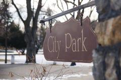 Stadt-Park unterzeichnen herein Winter Stockfotografie