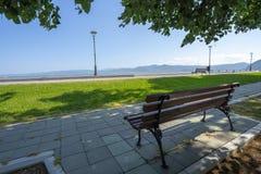 Stadt-Park-Weg Serbiens Golubac im Mai stockfotos