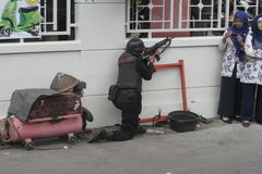 STADT-POLIZEI-ANTI-TERRORISTtrainings-SOLO JAWA TENGAH stockfotos