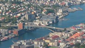 Stadt, Puddefjord und Bogenbrücke Bergen, Norwegen stock footage