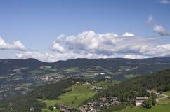 Stadt in Süd-Tirol stockbilder
