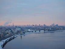 Stadt ` s Skyline Großartiges Panorama Kiew Ukraine mit kalten Farben Stockfoto