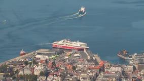 Stadt, Seehafen und Fähre Bergen, Norwegen stock video