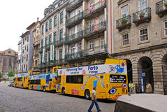 Stadt-Sightseeing-Tour-Bus in Porto, Portugal. Lizenzfreies Stockfoto
