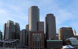 Stadt skline der Gebäude und der Brücken Stockfotografie