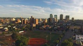 Stadt-Skyline-Baseball-Park Birminghams Alabama im Stadtzentrum gelegener stock footage