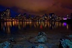 Stadt-Skyline an der Dämmerung Lizenzfreies Stockfoto