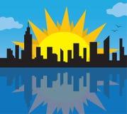 Stadt-Skyline mit Sun lizenzfreie abbildung