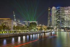 Singapur-Stadt-Skyline-Licht-Show Lizenzfreie Stockfotos