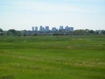 Stadt-Skyline vom Schönheit-Insel-Park Stockbild
