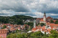 Stadt am sonnigen Tag, Cesky Krumlov, Tschechische Republik Stockfoto