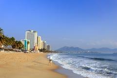 Stadt-Strand Nha Trang am Morgen, Vietnam Stockbild