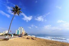 Stadt-Strand Nha Trang am Morgen, Vietnam Lizenzfreies Stockfoto