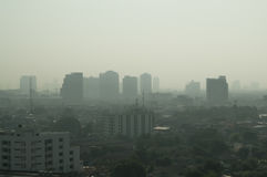Stadt styline mit smok oder Nebel Stockfotografie