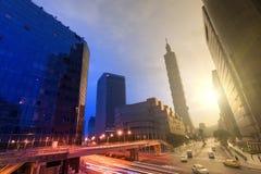 Stadt Tag und Nacht Lizenzfreie Stockfotos