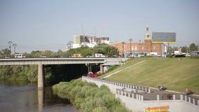 Stadt trraffic Ansicht des Brückendammes stock video footage