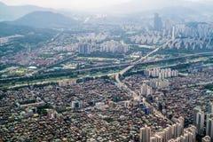 Stadt und Fluss Stockbilder