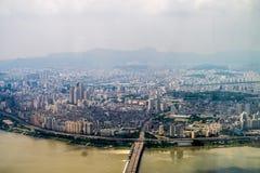 Stadt und Fluss Lizenzfreie Stockbilder