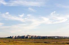 Stadt und Himmel oben Lizenzfreie Stockbilder