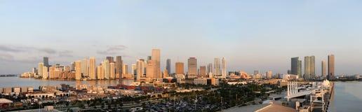 Stadt und Kanal von Miami lizenzfreies stockfoto