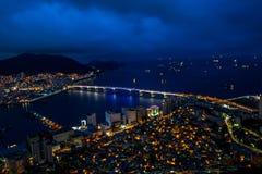 Stadt und Meer Stockfotos