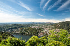 Stadt und See Como Stockfotos