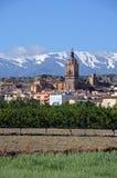 Stadt und Sierra Nevada-Berge, Guadix, Spanien. Lizenzfreie Stockfotos