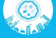 Stadt und Wolken Lizenzfreies Stockfoto
