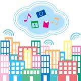 Stadt und Wolken Lizenzfreie Stockfotos
