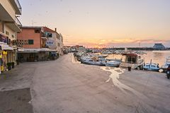 Stadt Vodice in Kroatien lizenzfreie stockfotografie