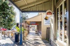 Stadt von Akaroa in Neuseeland Stockbild