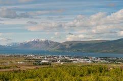 Stadt von akureyri in Island lizenzfreie stockfotos