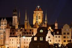 Stadt von alten Stadtskylinen Gdansks bis zum Nacht Lizenzfreie Stockfotos