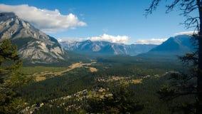 Stadt von Banff von Tunnel mointain Lizenzfreie Stockfotografie