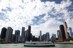 Stadt von Chicago auf Michigansee lizenzfreie stockfotografie