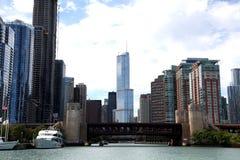 Stadt von Chicago auf Michigansee stockbilder