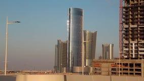 Stadt von den Lichtern komplex in Al Reem-Insel in Abu Dhabi, Vereinigte Arabische Emirate stock video